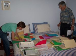 Friends of East Timor (FOET WA) members sorting files, Perth, 2005.