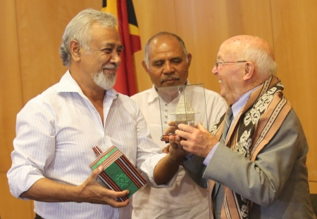 Xanana Gusmao with Gordon McIntosh and Lere Anan Timur, Dili, March 2016. [Source: Max Stahl]
